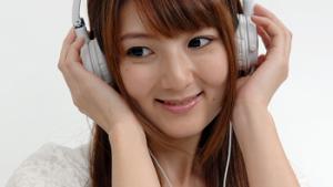 電車の中で音楽聴くふりしてAV聴くの楽しすぎwwww